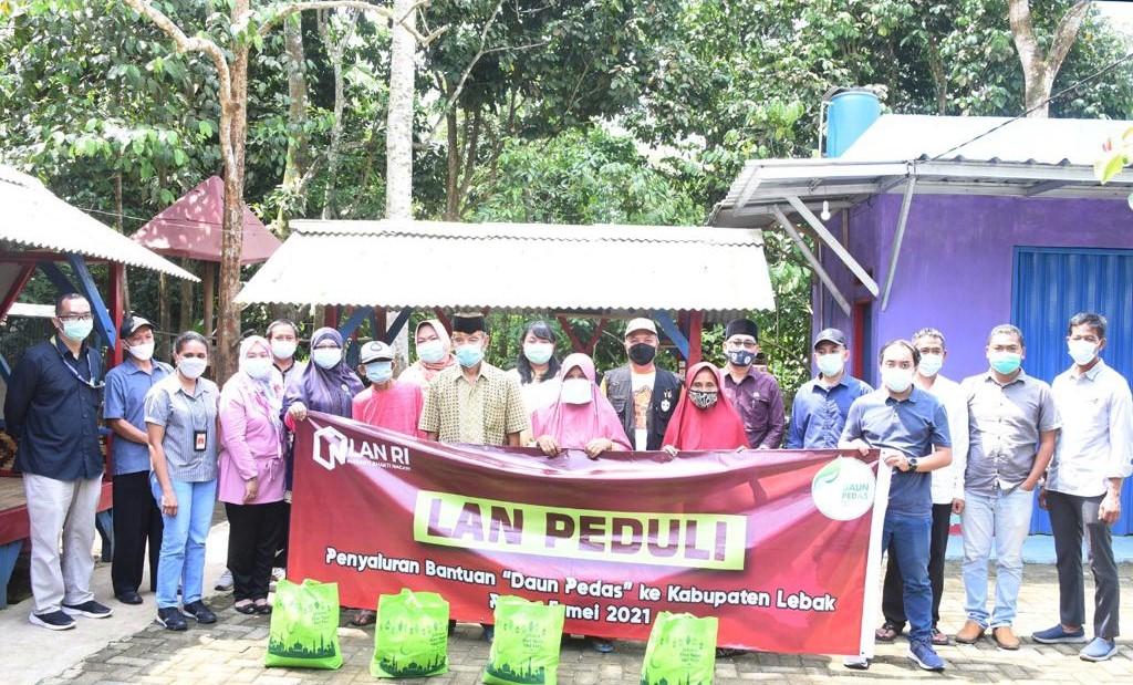 LAN Gelar Bakti Sosial Bagikan Paket Sembako ke Kabupaten Lebak